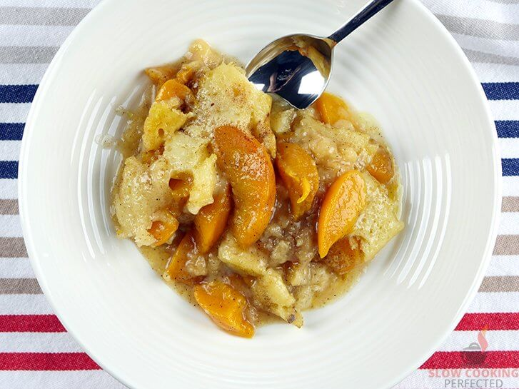 Slow Cooker Peach Cobbler with Canned peaches