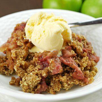 Slow Cooker Apple & Rhubarb Crisp