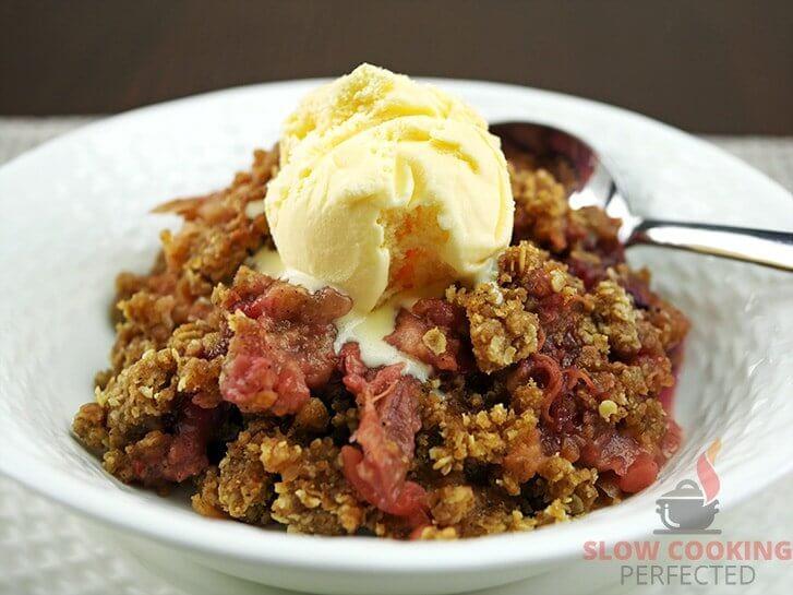 Slow Cooker Apple and Rhubarb Crisp