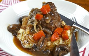 Slow Cooker Beef Cheeks
