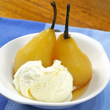 Slow Cooker Poached Pears in White Wine