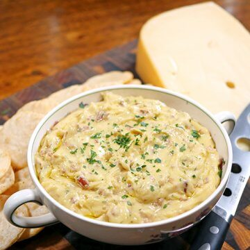 Slow Cooker Cheese and Bacon Dip